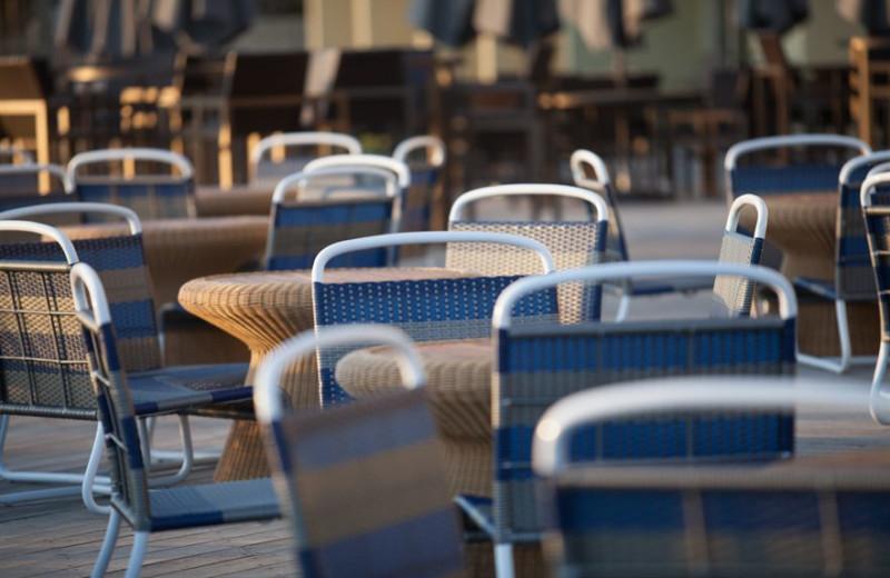 Outdoor dining at Crowne Plaza Melbourne Oceanfront Resort.