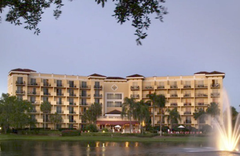 Exterior view of Inn at Pelican Bay.