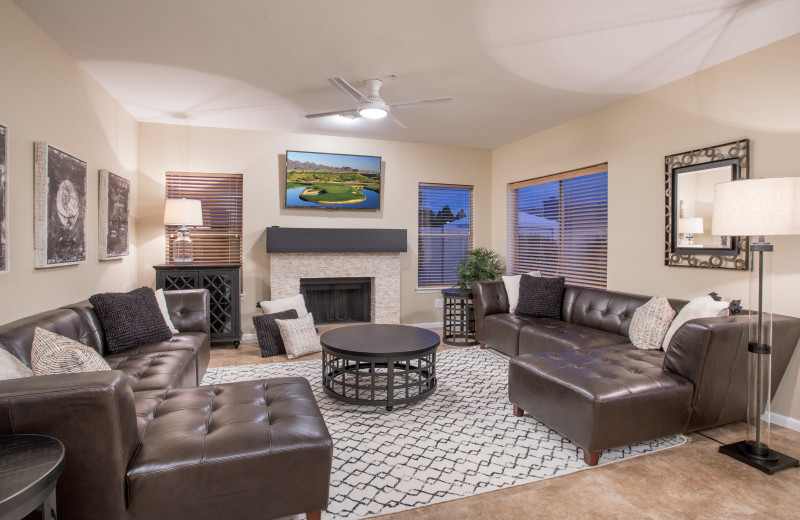 Rental living room at Padzu Vacation Homes - Scottdale.