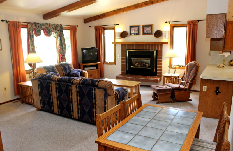 Cabin living room at Sunnyside Knoll Resort.