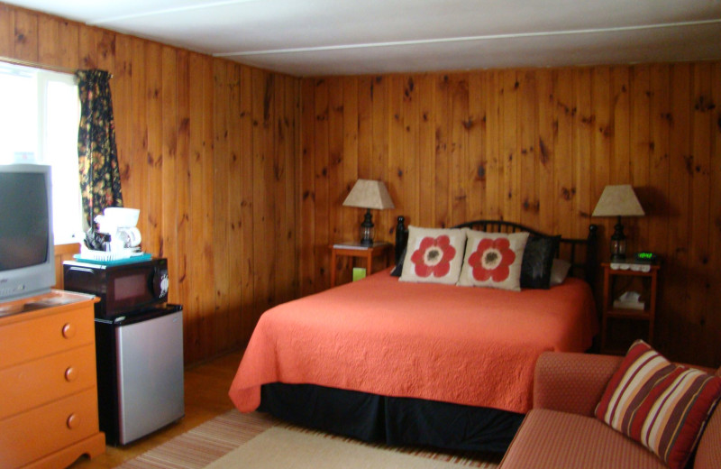 Motel bedroom at Bay Leaf Cottages & Bistro.
