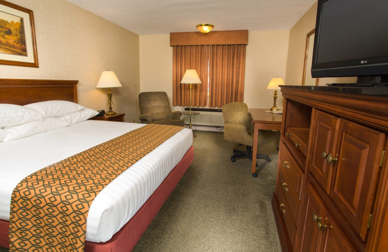 Guest room at Drury Lodge Cape Girardeau.