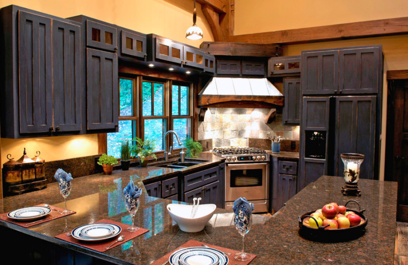 Cottage kitchen at Timber Frame Rentals.