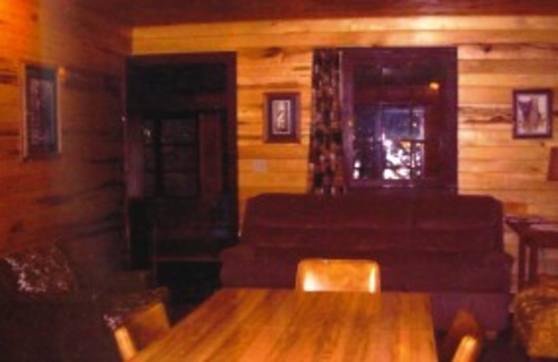 Cabin living room and dining table at Pine Grove Lodge.