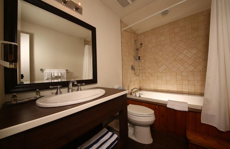 Guest bathroom at Sir Sam's Inn and WaterSpa.