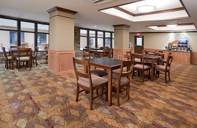 Dining at Holiday Inn Express & Suites Lander.