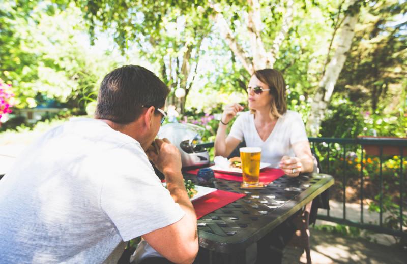 Picnic dining at Elmhirst's Resort.