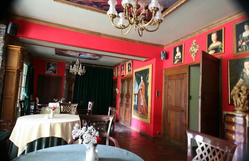 Dining at Château de Tromcourt.