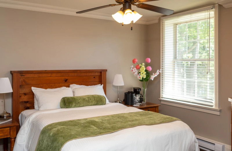 Guest room at Sherwood Inn.