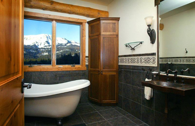 Guest bathroom at Bridger Vista Lodge.