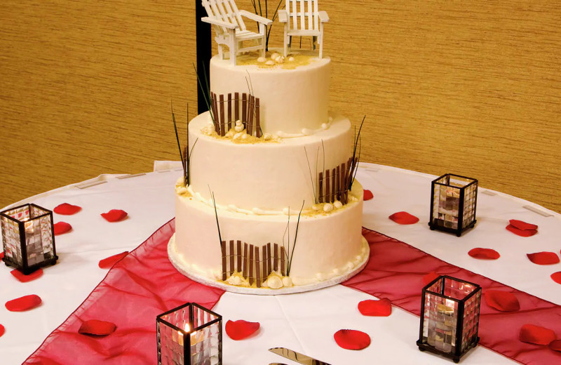 Wedding cake at Hilton Garden Inn Outer Banks/Kitty Hawk.