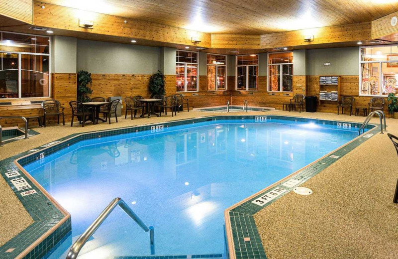 Indoor pool at Comfort Suites Canal Park.