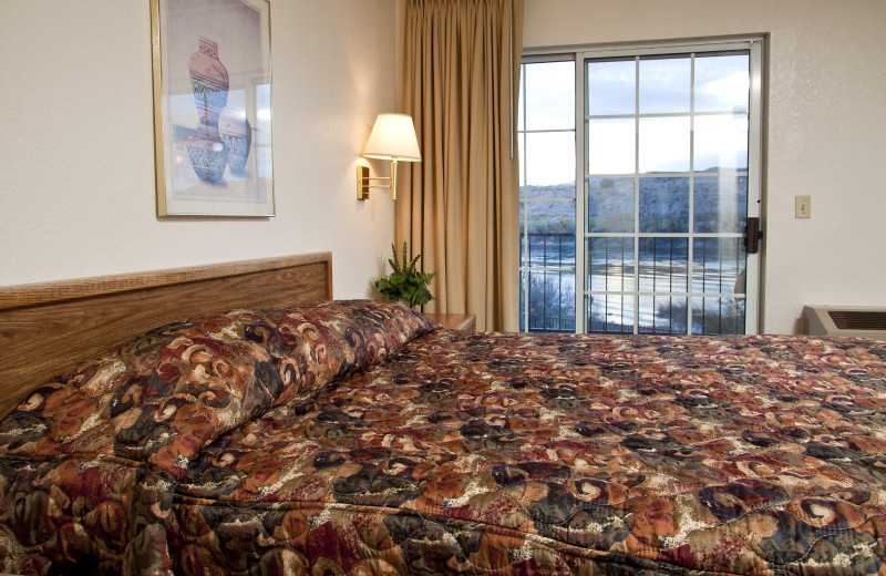 Guest room at Lodge On The River.