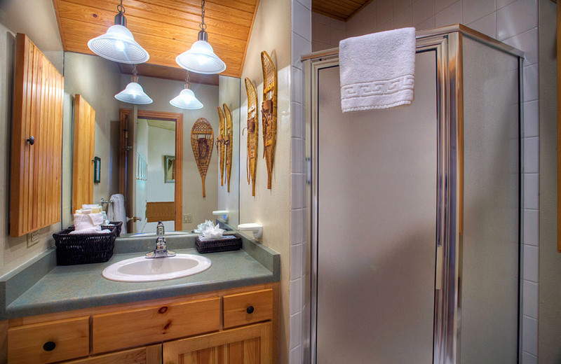 Rental bathroom at Frias Properties of Aspen - Independence Square.