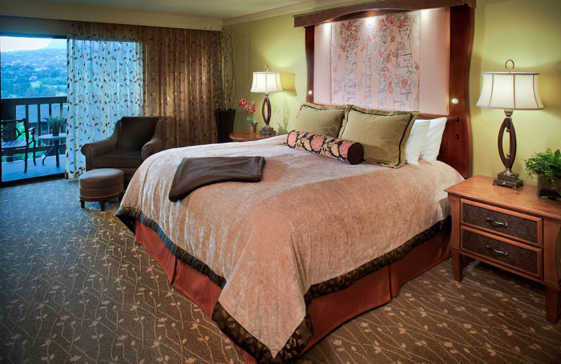 King guest room at Cheyenne Mountain Resort.