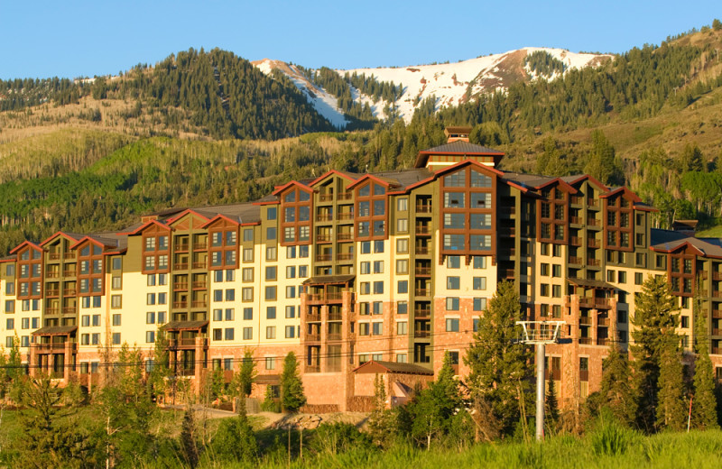 Exterior view of Grand Summit Resort Hotel.