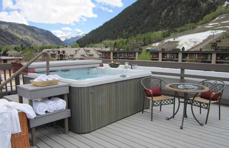 Sun deck at Frias Properties of Aspen - Independence Square.