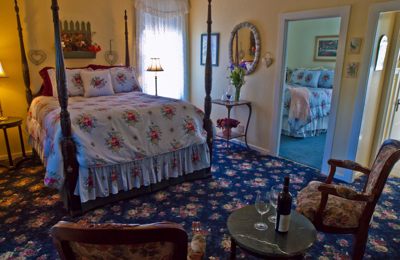 Guest room at Shady Oaks Country Inn.