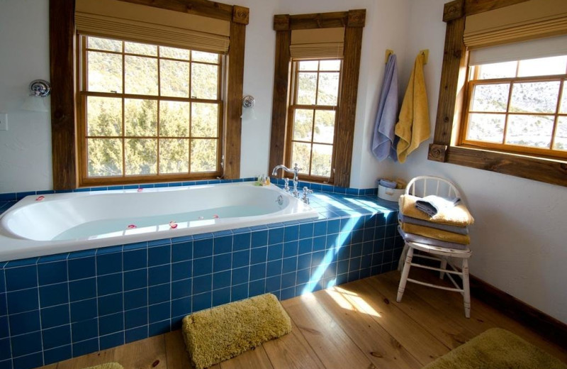 Guest bathroom at Whispering Oaks Ranch.