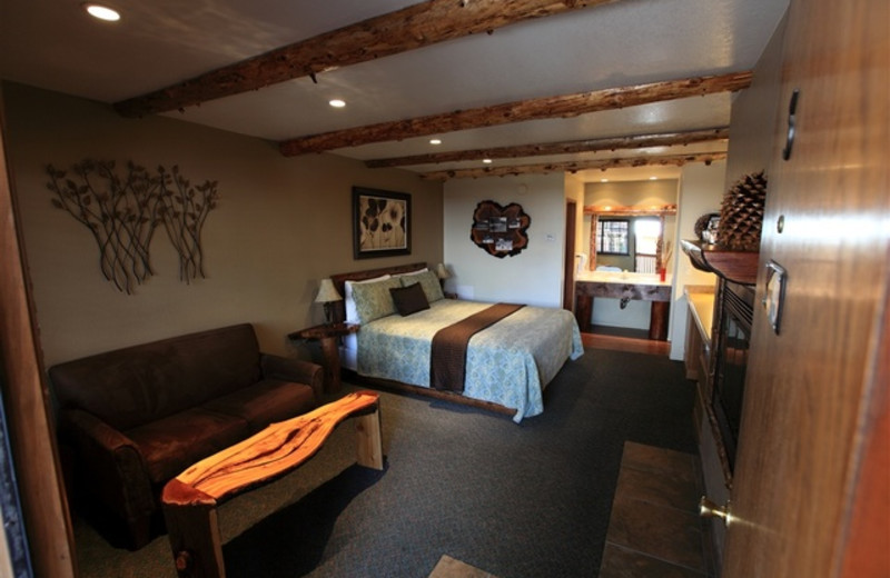 Guest Accommodations at Sleepy Hollow Cabins & Hotel