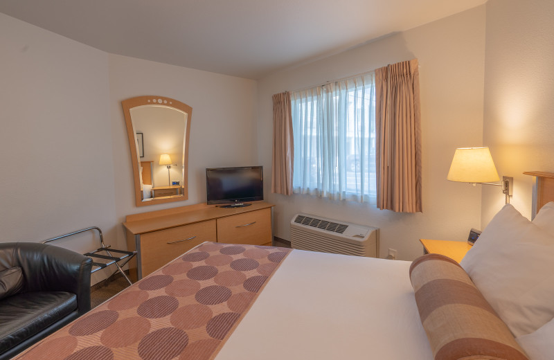 Guest bedroom at South Pier Inn.
