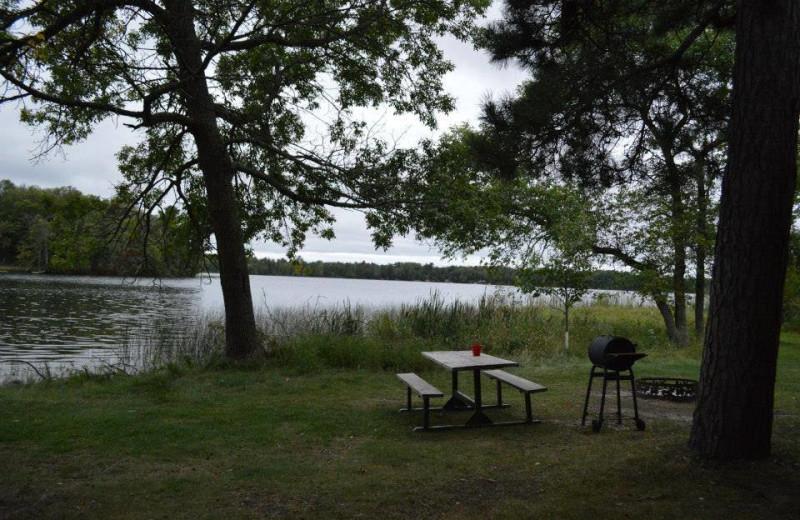 Picnic area by the lake at Hyde-A-Way Bay Resort.