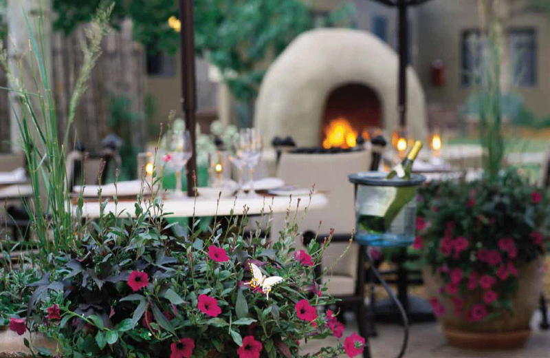 Outdoor dining at La Posada de Santa Fe Resort & Spa.