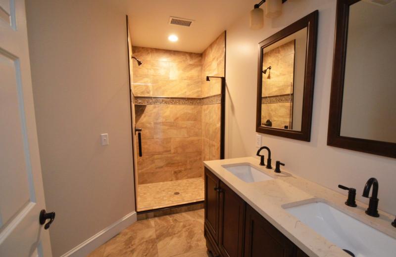 Guest bathroom at Waters Edge B&B Resort.