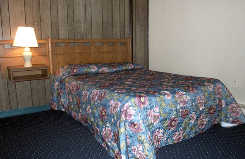 Efficiency suite bedroom at Windjammer Motor Inn.