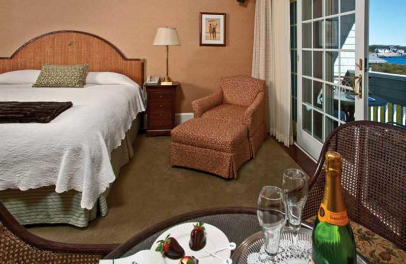 Guest room at Stage Neck Inn.