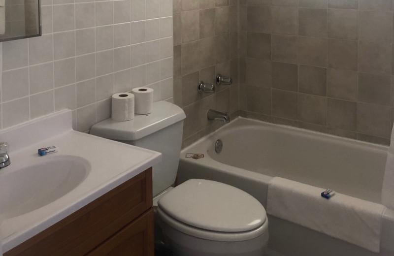 Cabin bathroom at Dogtooth Lake Resort.