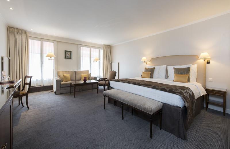 Guest room at Hotel Bristol.