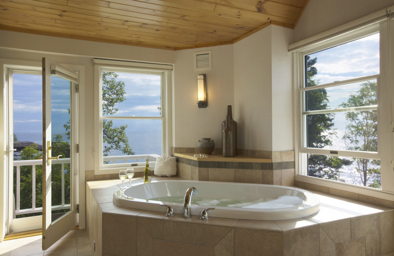 Guest hot tub at Bluefin Bay.