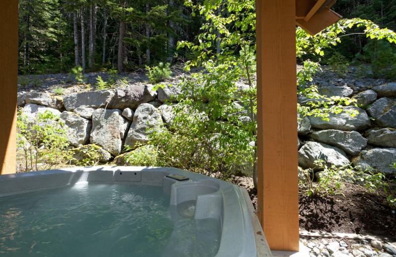 Rental hot tub at Whistler Breaks.