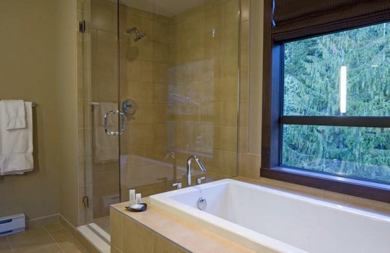 Guest bathroom at Evolution Whistler.