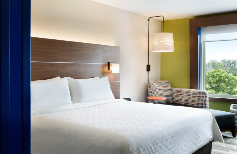 Guest room at Holiday Inn Express - Wilmington North - Brandywine.