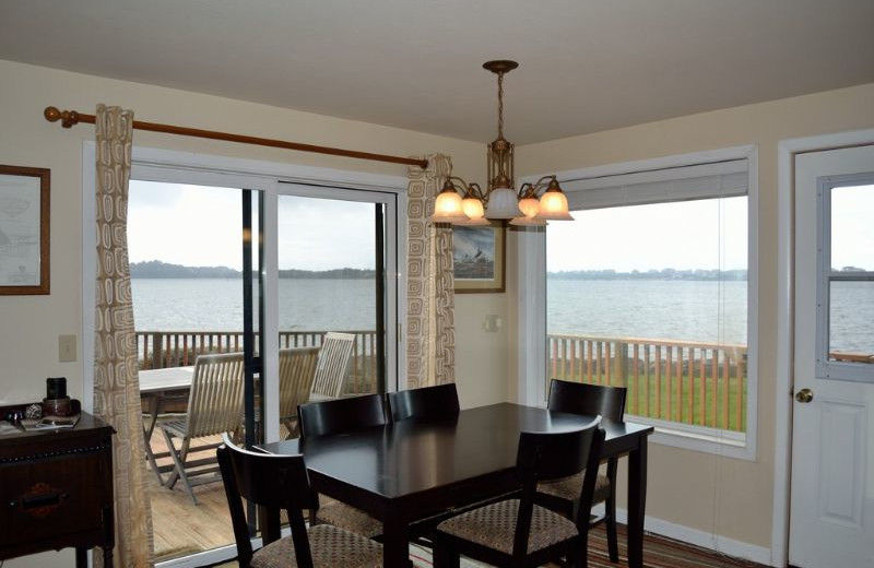 Vacation rental dining room at Oregon Beach Vacations.