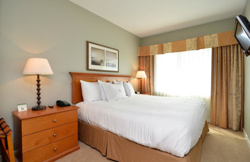 Guest bedroom at Rivertide Suites Hotel.