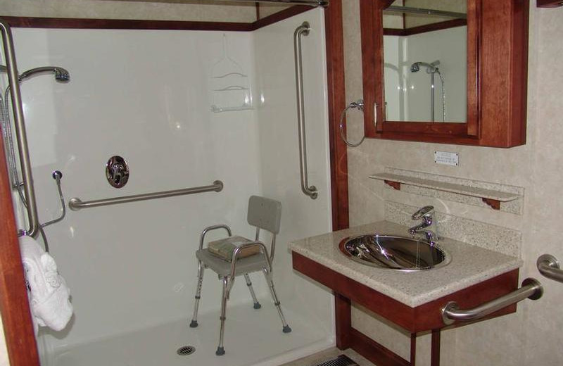 The 75' Platinum houseboat bathroom at Antelope Point.