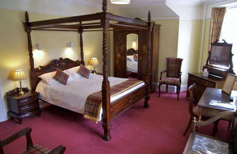 Guest room at Braemar Lodge.