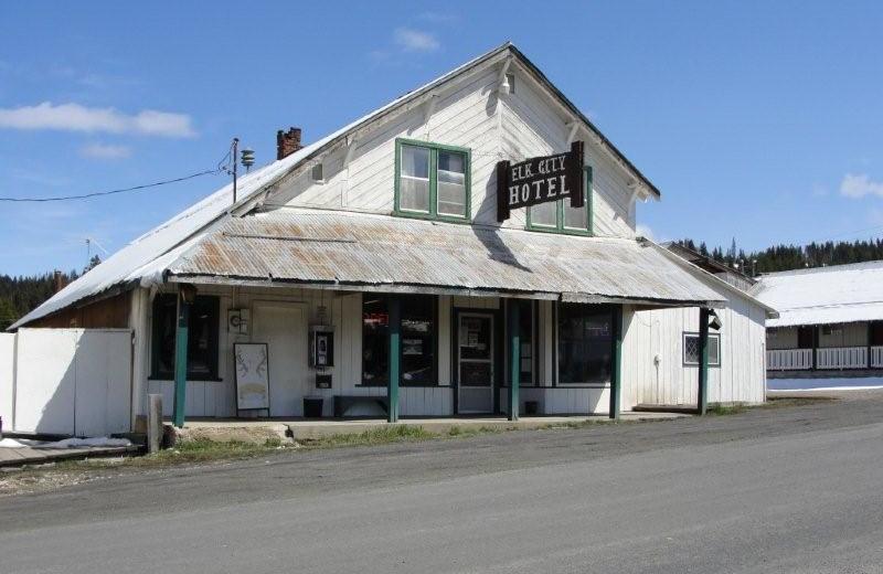 Exterior view of Elk City Hotel.