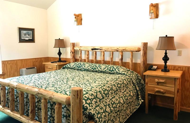 Guest bedroom at Quinn's Hot Springs Resort