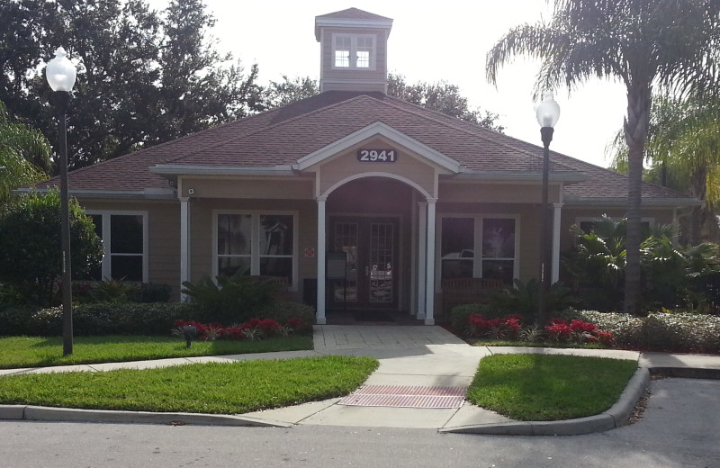 Clubhouse in resort locations including community pool & spa at Elite Vacation Homes.