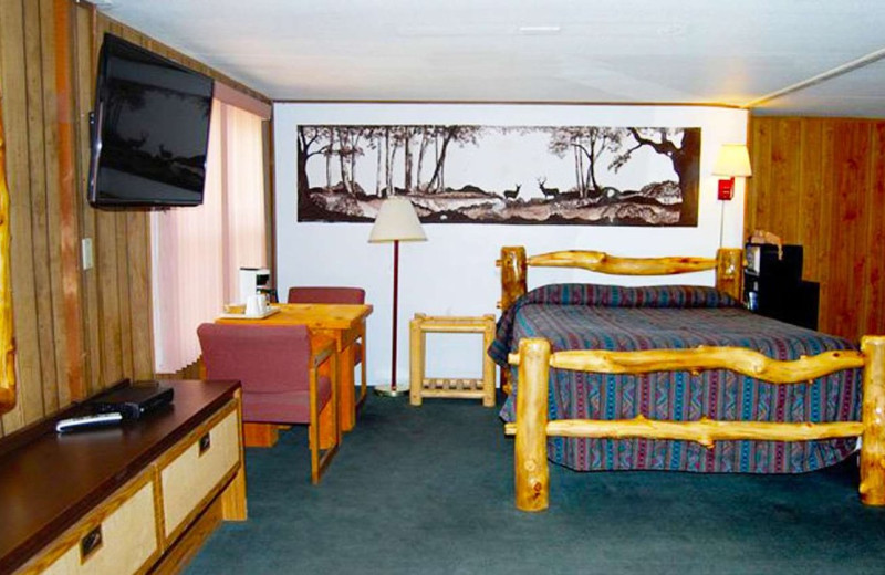 Guest room at Marianna Inn.