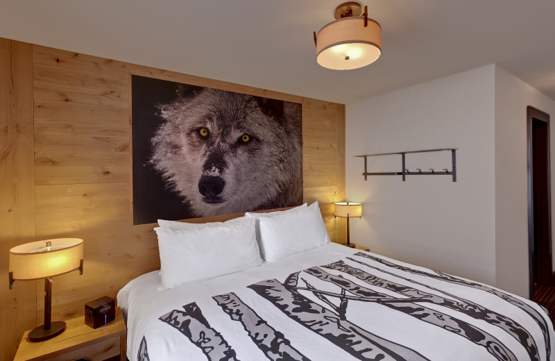 Guest bedroom at Banff Rocky Mountain Resort.