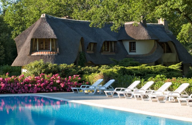 Outdoor pool at Auberge des Templiers.