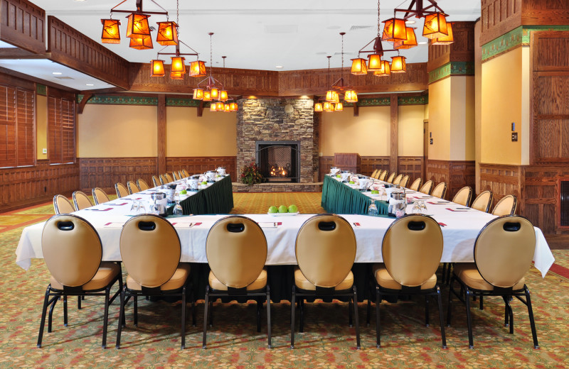 We specialize in great meetings and events, from 10 - 100 guests.  Bring your retreat here.