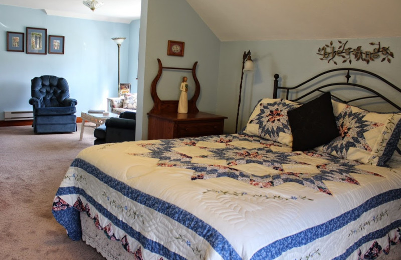 Guest room at Hillcrest Hide Away B & B.