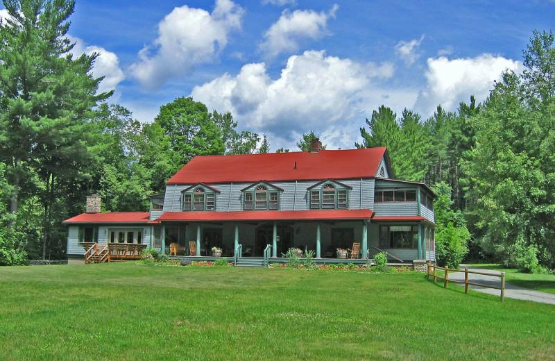 Exterior view of Trail's End Inn Inc.