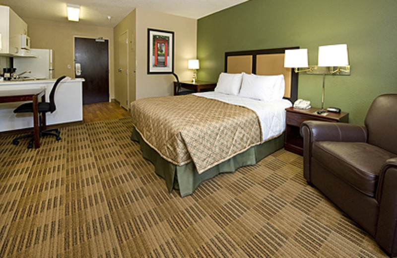 Guest Suite at the Extended Stay America Houston - Greenway Plaza